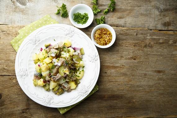 Salata cu cartofi si cu hering
