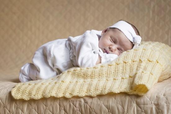 Pozitia corecta de somn pentru bebelusul nu este culcat pe burtica