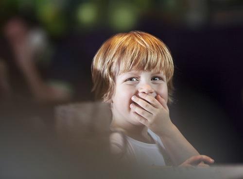 Copilul te poate face ras in public atunci cand face diverse afirmatii despre infatisarea unei persoane