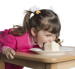 Copilul te poate face de ras in restaurant mancand urat