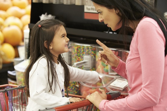 Cum te poate face de ras copilul in magazin