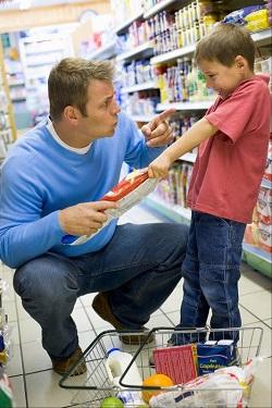 Stabileste cu copilul niste reguli de limbaj si de comportament in public