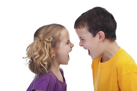 Un prieten toxic poate fi agresiv si tipa la copilul tau