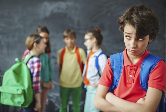 Din cauza unui prieten toxic, al tau copil se poate simti marginalizat