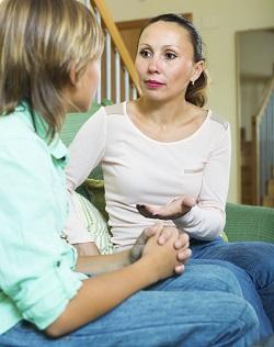 Mama ii spune fiului ei ce presupune o prietenie adevarata