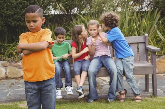 Un prieten toxic nu suporta ca al tau copil sa aiba si alti prieteni