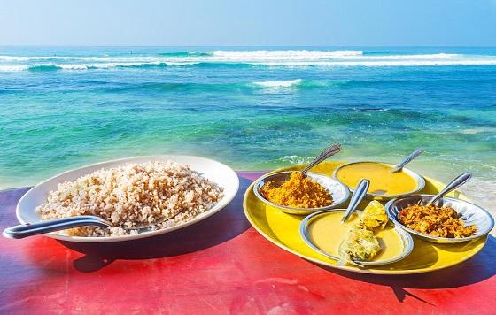 Farfurii cu sortimente de Curry