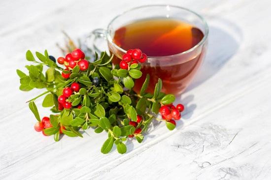 Ceai si fructe de padure alaturi