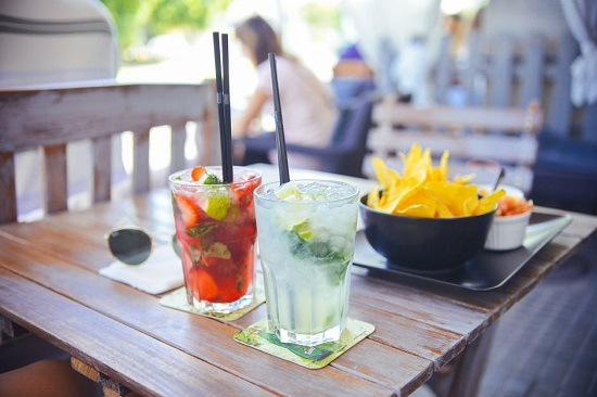 Cocktail-uri si chipsuri