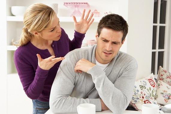 Femeie ce il cearta pe partenerul sau