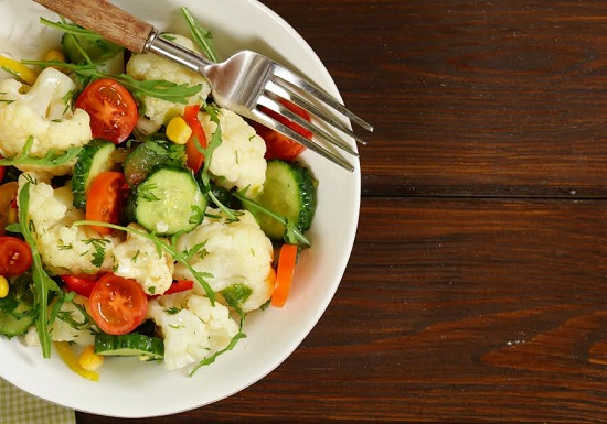 Salata cu conopida si alte legume