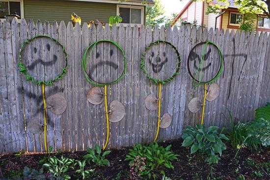 Gard decorat cu omuleti