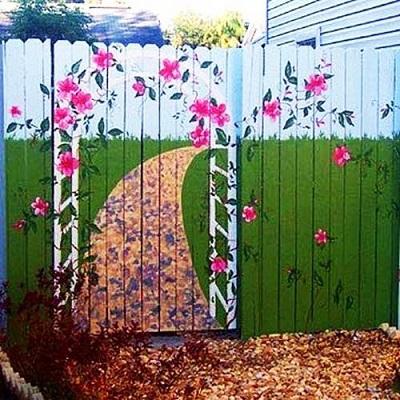 Gard pictat cu flori roz