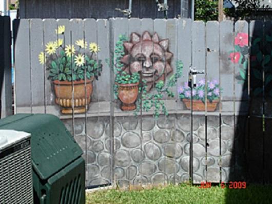 Gard pictat cu soare si flori