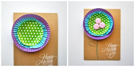 Model de felicitare de 8 martie cu floare din forma de briosa