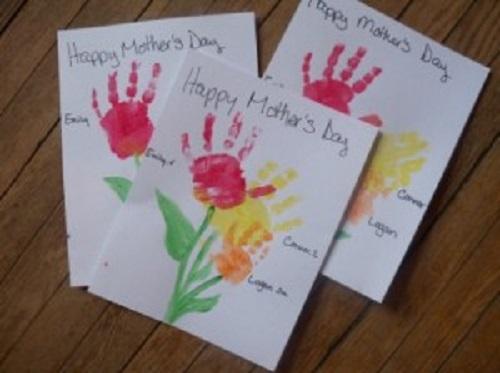 Model de felicitare de 8 martie facuta de copil: felicitare cu amprenta de manuta