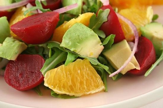 Salata cu mix de salate, sfecla, portocale