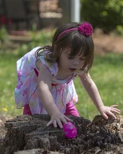 Copil mai mic participant la vanatoarea de oua