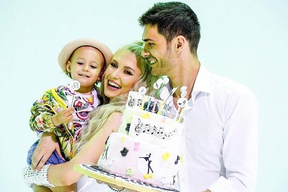 Andreea Balan de ziua ei, alaturi de George Burcea si de fiica ei, Ella
