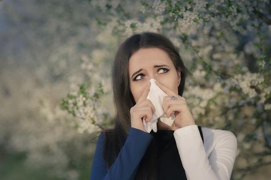 Alergiile primavara pot accentua simptomele asteniei