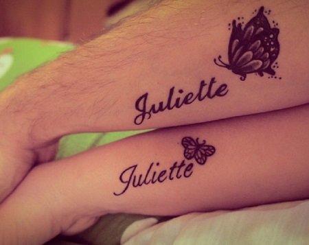 Tatuaj cu numele copilului si cu fluturasi