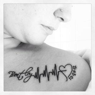 Tatuaj cu cardiograma pentru mamici