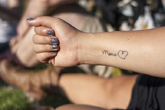 Tatuaj pentru mama cu declaratia de iubire a copilului