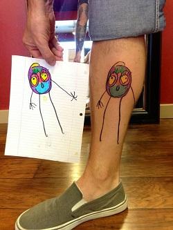 Tatuaj cu un omulet colorat