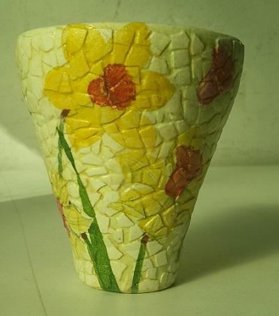 Vaza cu mozaic din coji de oua