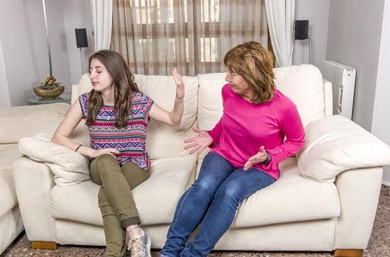 Fiica ce nu are rabdare sa stea de vorba cu mama