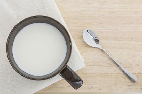 Laptele este util pentru arsurile solare