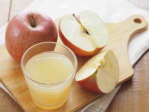 Sucul de mere este util pentru ridurile de expresie