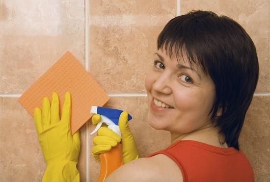 curatenie in bucatarie: curatarea peretilor