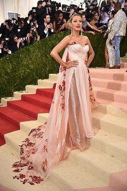 Blake Lively insarcinata, la Festivalul de la Cannes