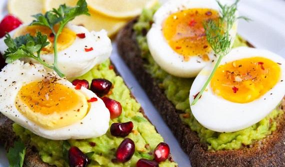 Sandvisuri cu oua fierte