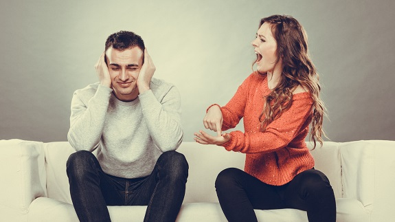 Femeie ce tipa la partenerul ei