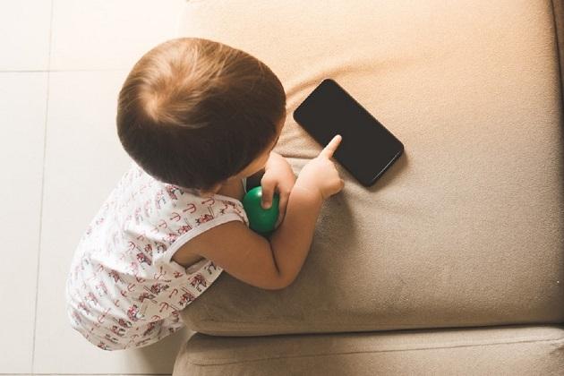 pericolul telefonului mobil pentru copiii sub doi ani