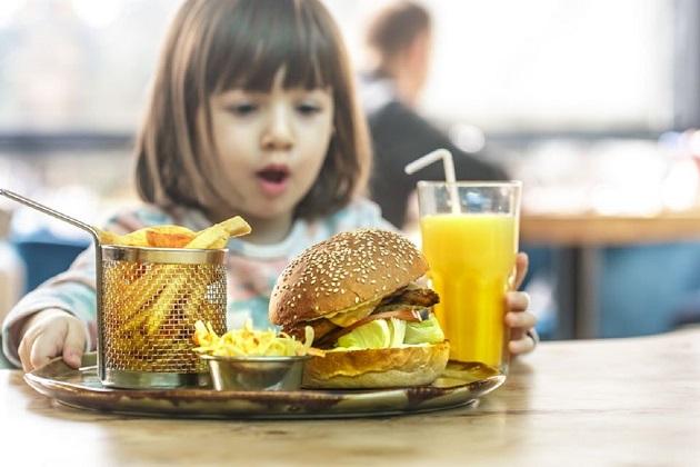 mancarea fastfood si depresia la copii