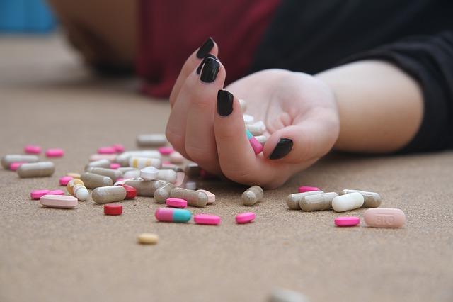 sinucidere cu pastile