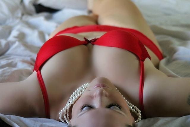 femeie in lenjerie intima