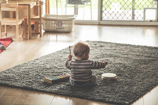 copil si muzica