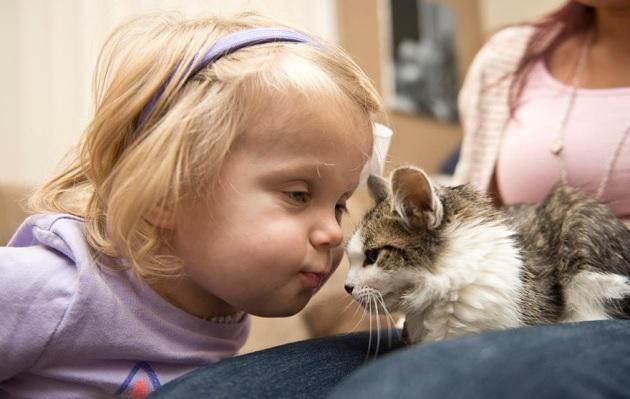 fetita si pisicuta 2