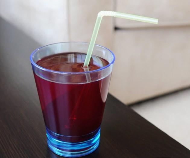 jeleu in pahar cu suc