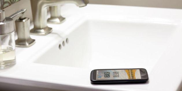 telefon la toaleta