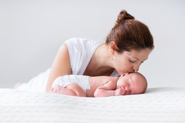 prima luna a bebelusului