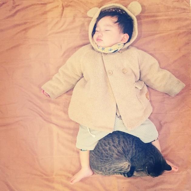 copil si pisica 4