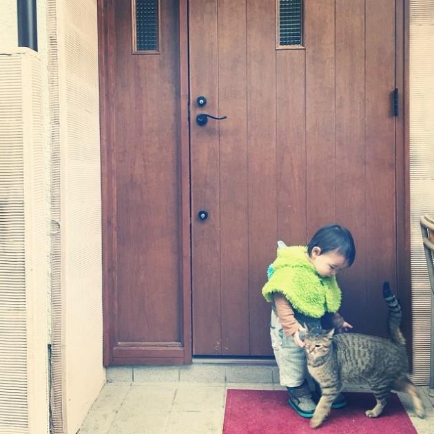 copil si pisica 6