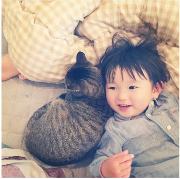 copil si pisica 7