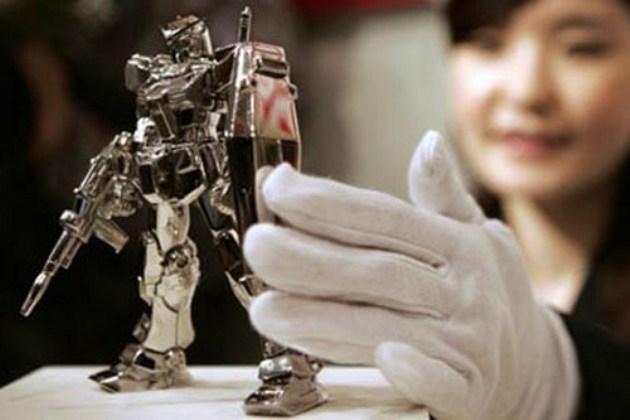 figurina robot