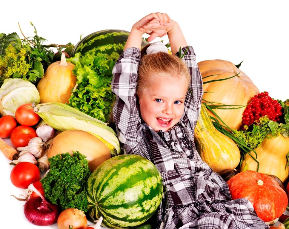 copil inconjurat de legume